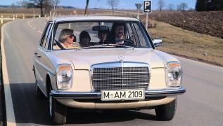 Mercedes 240D. E' stata un'auto avveniristica negli anni '70.