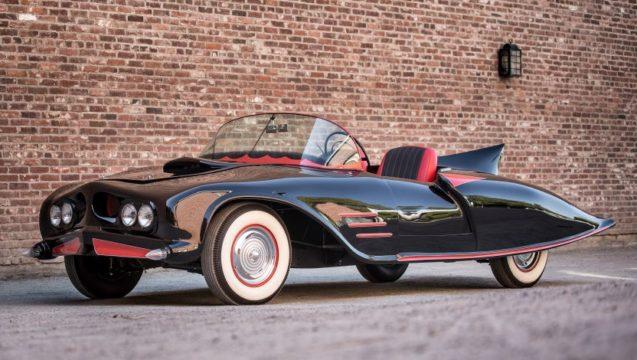 Questa Batmobile è costruita su una Oldsmobile 88.