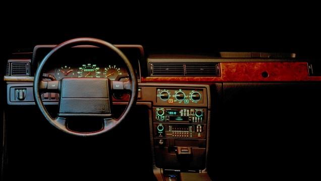 Volvo 780. Interni tecnologici e raffinati.