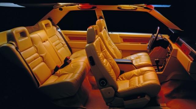 Volvo 780. Ha un abitacolo di lusso.