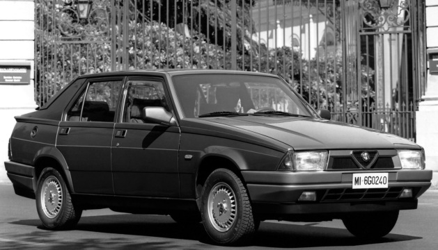 Alfa 75.