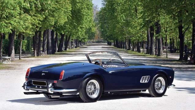 Ferrari 250 GT California. Ha il passo corto, di 2,4 metri.