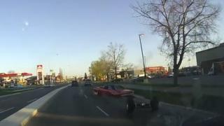 Assale posteriore. Questa muscle car l'ha perso per strada.