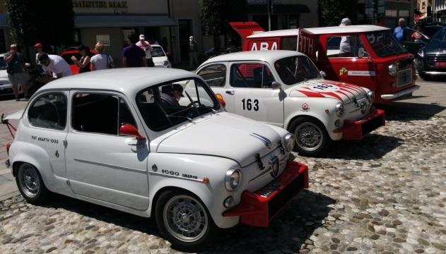 Raduno Abarth 2015. Le auto in piazza a Maniago.