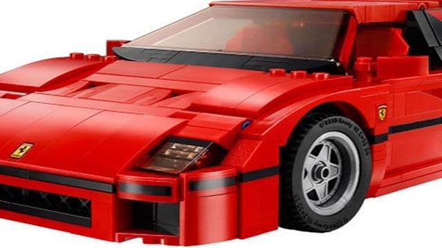 Ferrari F40 Lego. Sono state create delle strisce nere apposta.