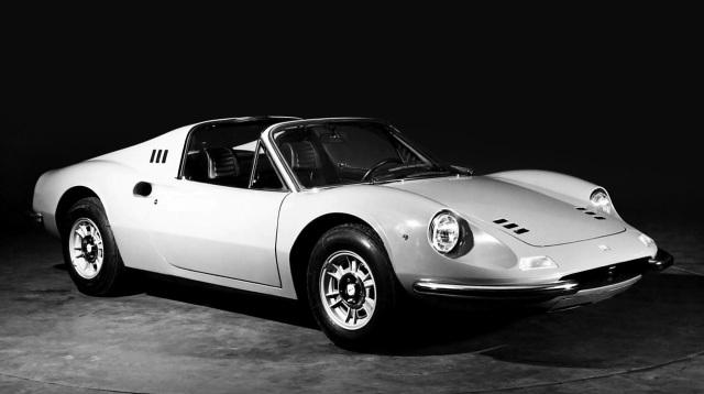 Ferrari Dino 246 GTS. Il design è inconfondibile.