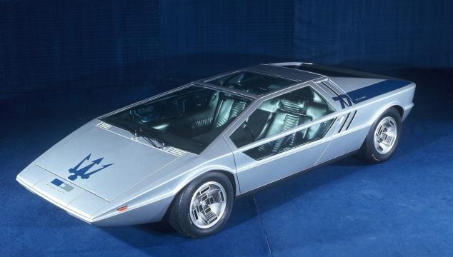 Maserati Boomerang. Giugiaro ha puntato su linee squadrate e superfici trasparenti.