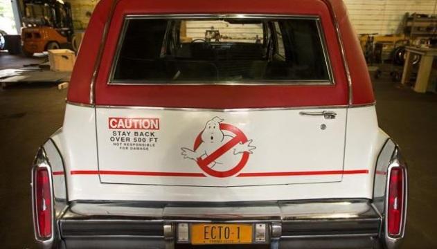 Il retro della macchina dei Ghostbusters.