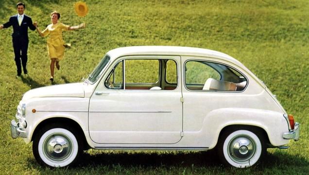 I copertoni con fascia bianca su una Fiat 600.