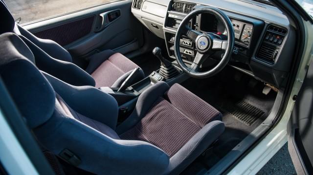 Gli interni della Ford Sierra Cosworth.