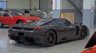 Ferrari Enzo, il retro.