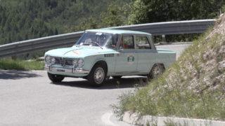 Piancavallo Revival. Una Alfa Romeo Giulia.