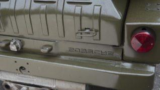 La scritta Porsche sulla carrozzeria.