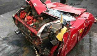 La replica della Ferrari 250 GTO è stata demolita dallo sfasciacarrozze