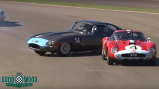 La Ferrari 250 GTO e la Jaguar E-Type hanno rischiato di fare un incidente a Goodwood.