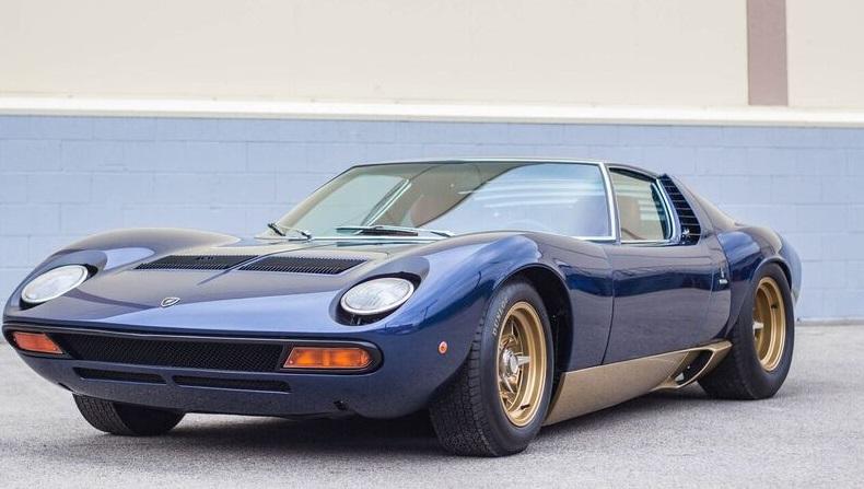 Mette In Vendita La Sua Collezione Di Lamborghini Quartamarcia