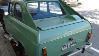 Il risultato estetico sul cofano posteriore di questa Renault non è venuto molto bene.