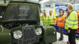 Land Rover offre la possibilità di guardare il restauro e guidare un fuoristrada Series 1.