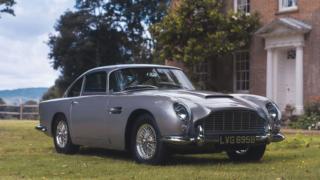 La Aston Martin DB5 è stata comprata via Apple Pay.