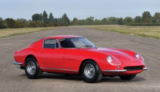 Ferrari 275 GTb, venduta a oltre tre milioni di euro.