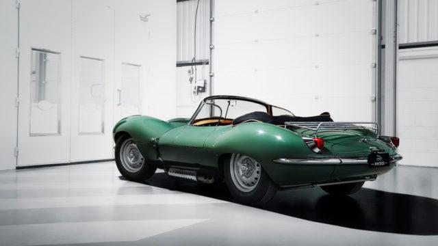 Il retro della nuova auto d'epoca prodotta dalla Jaguar.