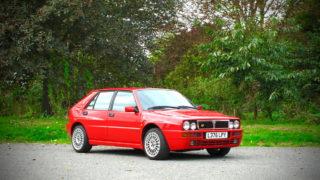La Lancia Delta Integrale Evoluzione 2 del 1993 ha il catalizzatore.
