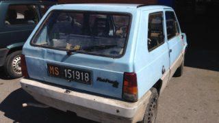 Il retro della Fiat Panda 45 prima del restauro.