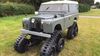 Un Land Rover Series 2 con i cingokli.