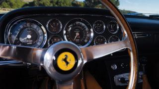 Il volante di legno della Ferrari 400 Superamerica del 1961.