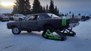 Dodge Coronet sulla neve.
