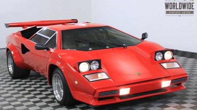 Una Lamborghini Countach Replica Quasi Perfetta Quartamarcia