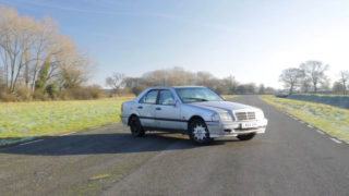 Una Mercedes usata. Questa ha un prezzo di circa 200 euro.