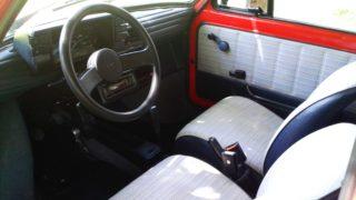 I sedili e il volante della Fiat 126 Bis.