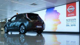 All'aeroporto di Fiumicino si aggira una Nissan Leaf
