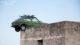 La Fiat 127 sul tetto della masseria tra le province di Foggia e Bat.