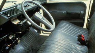 Sedili e volante della Citroen Dyane.