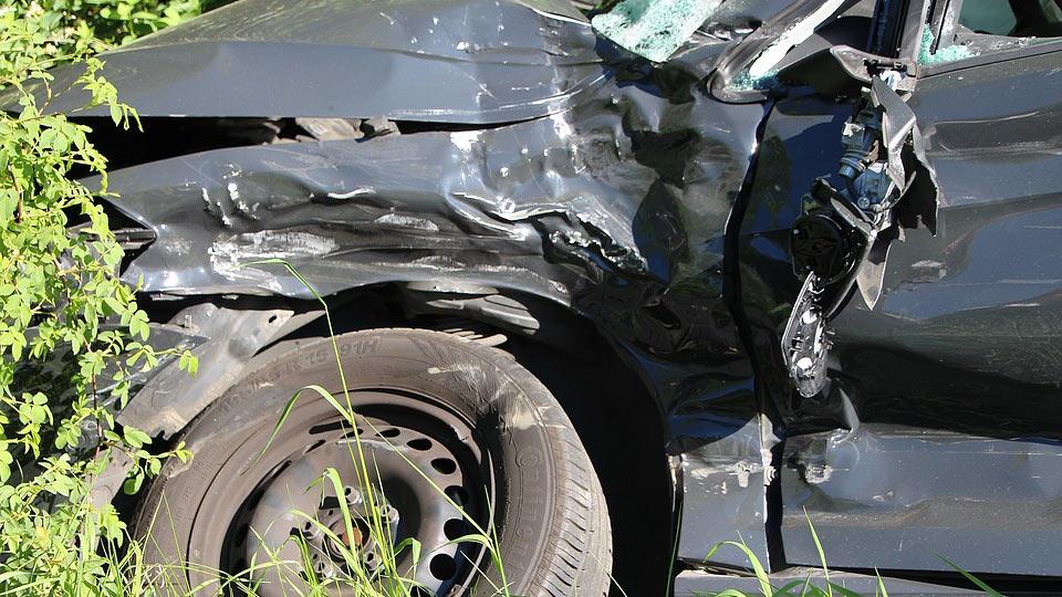 Paura in viale Regione Siciliana, si ribalta con l'auto: ferito un 69enne
