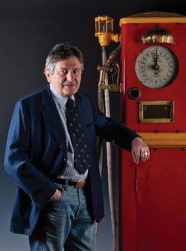 Guido Fisogni, fondatore del museo sulle pompe di benzina.