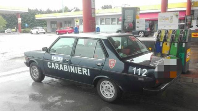 La polizia ferma la gazzella dei carabinieri