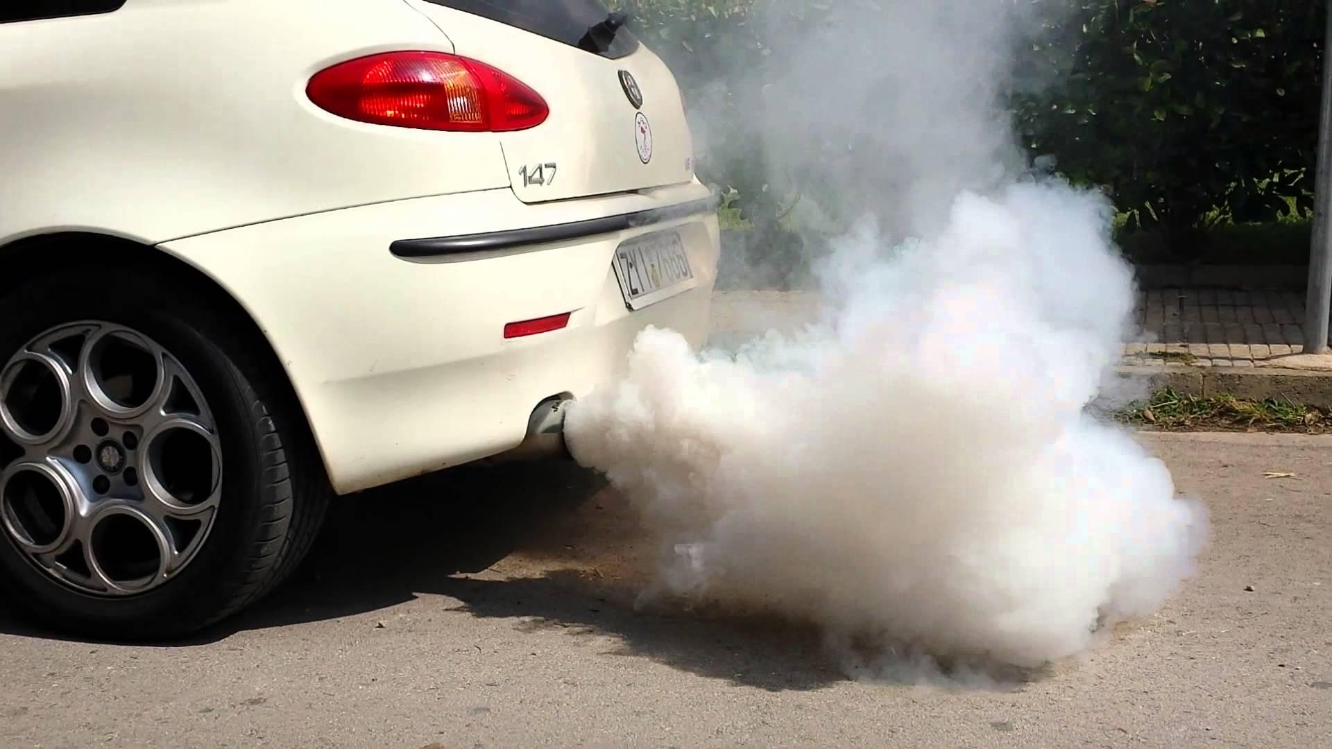 Fumo bianco dallo scarico motore diesel