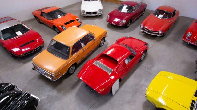 Un anziano dona una collezione di auto da 10 milioni all'università